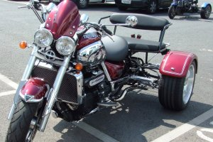 Triumph_Rocket_111_with_bench_seat_300x200