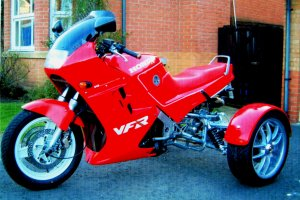VFR750_300x200